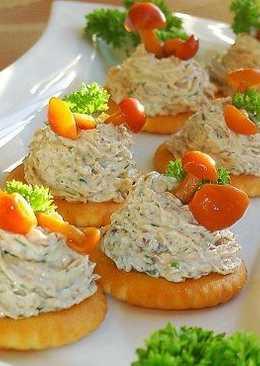 Грибная закуска на крекерах