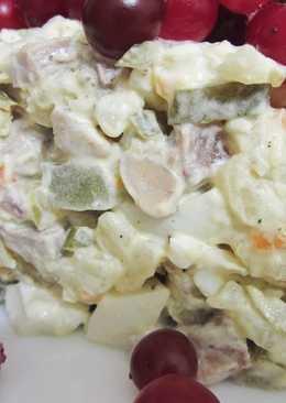 Оливье с языком и перепелиными яйцами