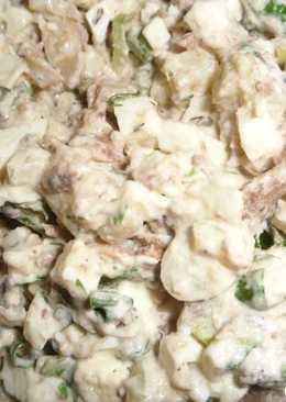 Закуска-салат из шпрот, яиц и картофеля