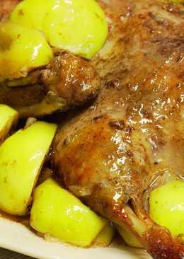 Утка запеченная с яблоками. Блюдо для праздника