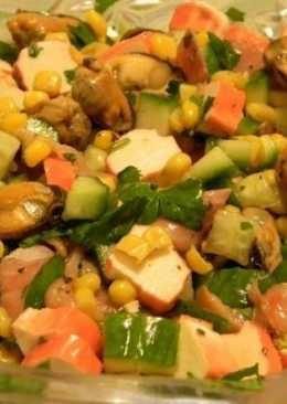 Салат с мидиями, крабовыми палочками и горбушей