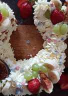 Медовый торт цифра, с клубничным конфитюром и сливочным кремом