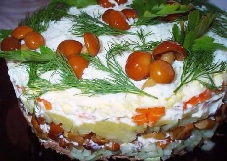 Салат новогодний с телятиной и опятами