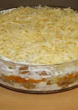 Салат с маринованными грибами, курицей и картофелем (готовил мой брат)