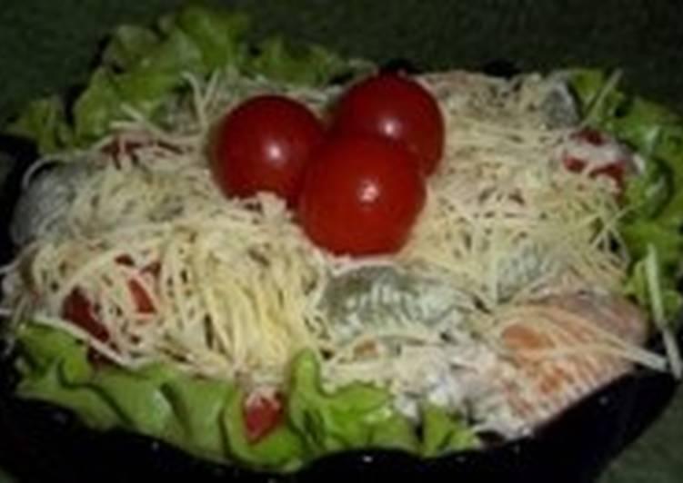 Салат новогодний с тунцом и макаронами
