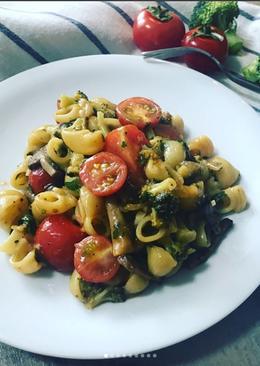 Вегетарианская паста с грибами и овощами