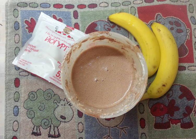 Домашний шоколадный йогурт с бананами, орехами и хлопьями