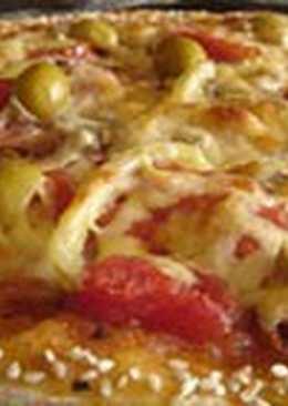 Пицца с кунжутом и ветчиной