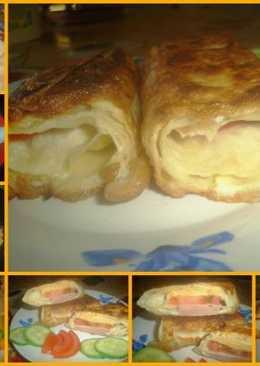 Рулетики из лаваша с сыром помидоркой и колбаской обжаренные в омлете