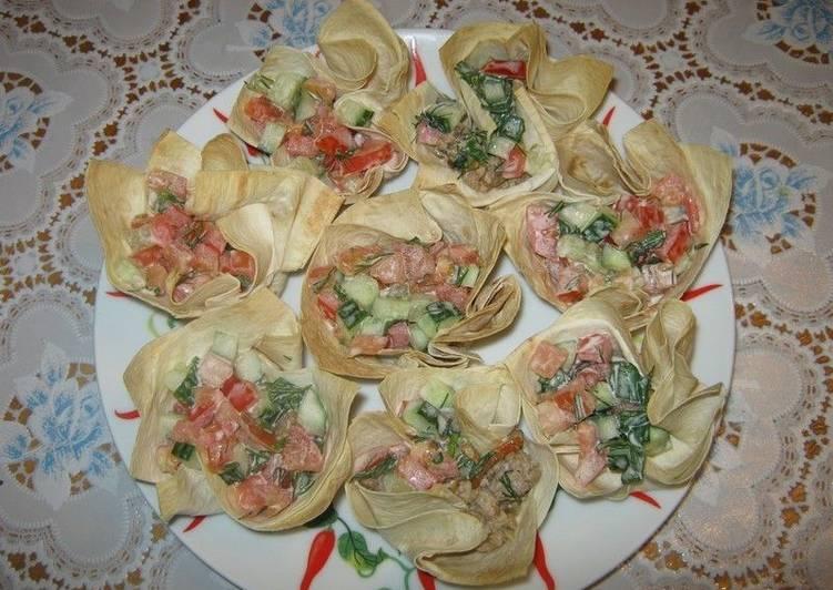 Корзиночки из лаваша с салатом на Новый год