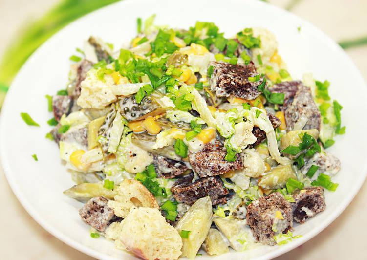 Салат из отварного мяса и соленых огурцов
