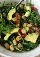 Салат с руколой и авокадо