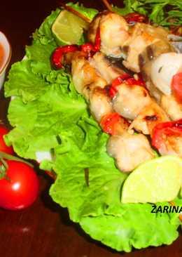 Шашлык из сериола (рыба) в лимонно-тархуновом маринаде на бамбуковых шпажках в духовке