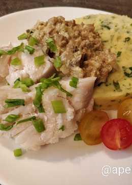 Треска с грибным соусом и зелёным картофельным пюре