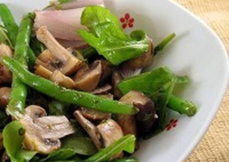 Салат с грибами, яйцами и спаржей