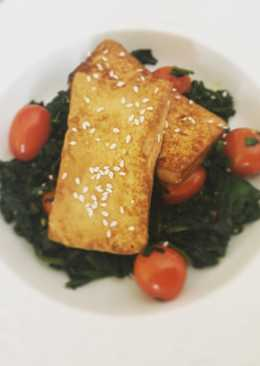 Шпинат тушеный в овсяных сливках с жареным сыром тофу