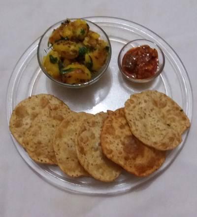 अजवायन पूरी और हींग वाला आलू (ajwain puri aur hing vala aloo recipe in hindi)
