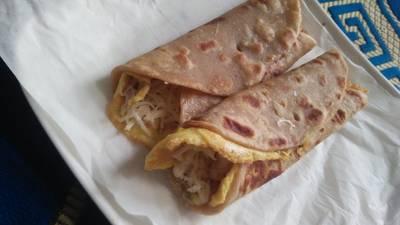 चीज़ एग रोल (Cheese Egg Roll recipe in Hindi)