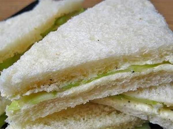 कर्ड सैंडविच विद पकौडी़