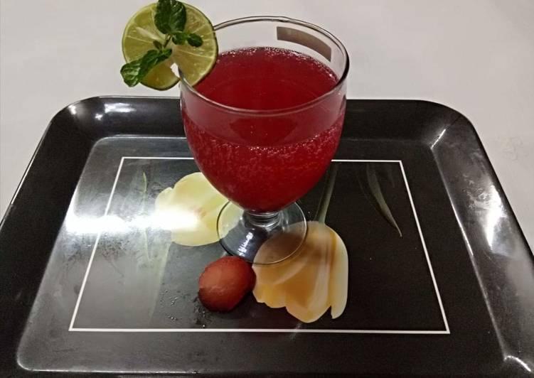 Vimmi Bhatia द्वारा स्ट्रॉबेरी मोहितो