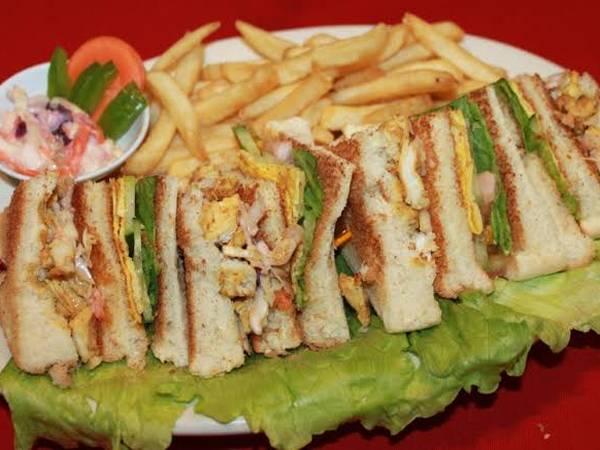 चिकन चिज क्लब सैंडविच