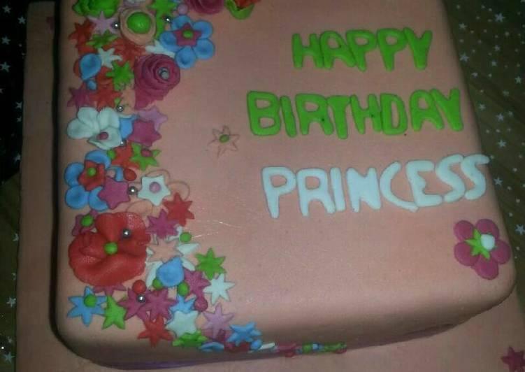 Flowered fondant cake