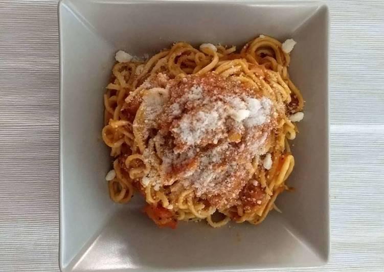 Pasta fresca con atún (Spaghetti)