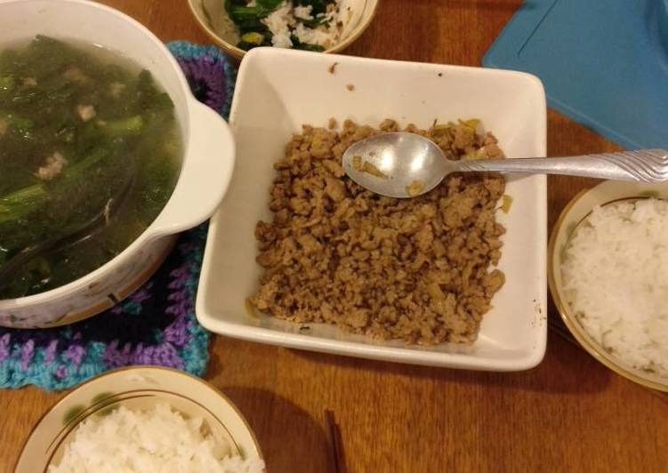 Salty pork mince and Spinach soup