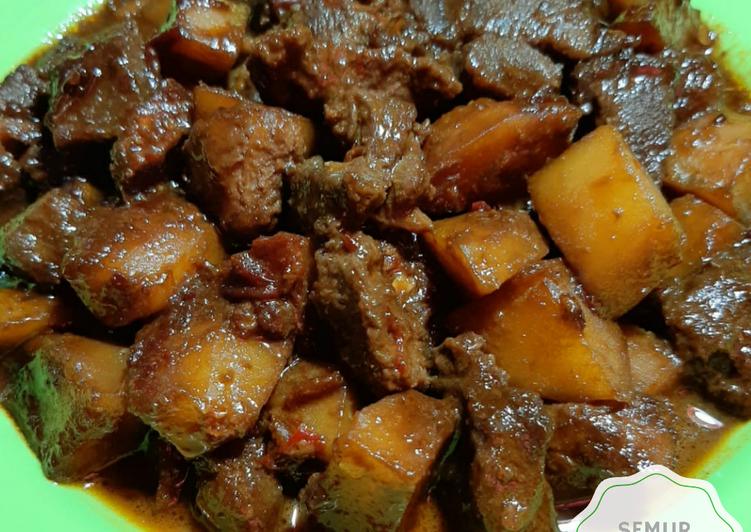 Resep Semur Nyemek Daging dan Kentang Pedas Yang Mudah Endes