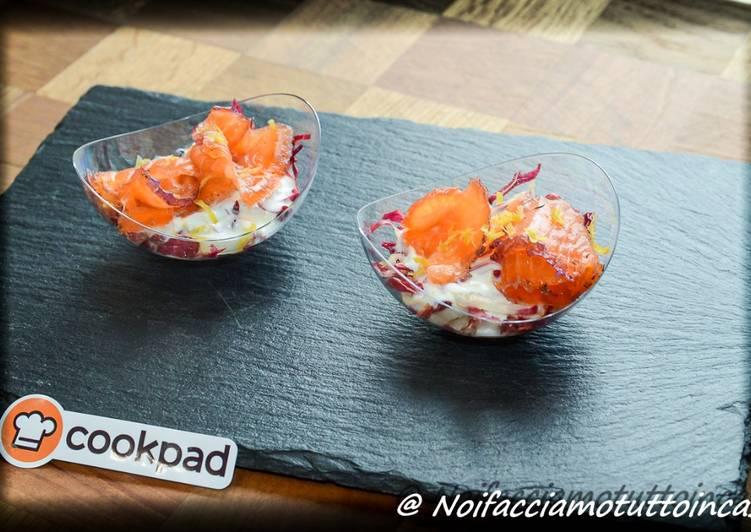 Finger Food - Coppetta di salmone bicolore con insalata di radicchio e salsa allo yogurt