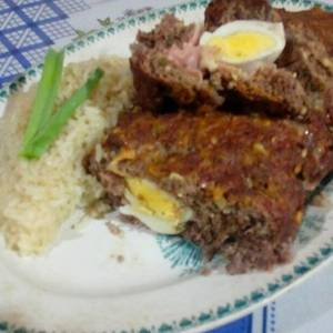 Pan de carne relleno con arroz saborizado