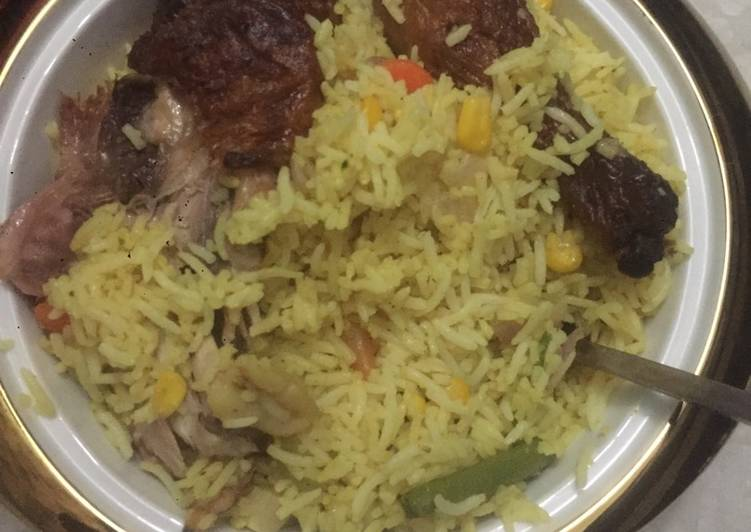 Seafood fried rice with grilled chicken
