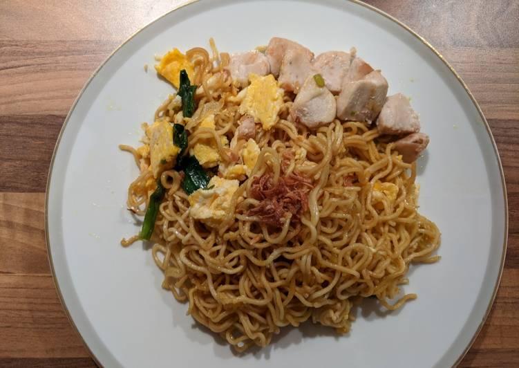Mie Goreng Kari Ayam - cookandrecipe.com