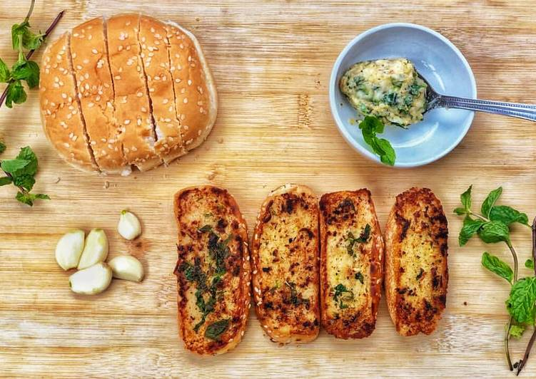 Simple Way to Prepare Quick Quick and easy garlic bread