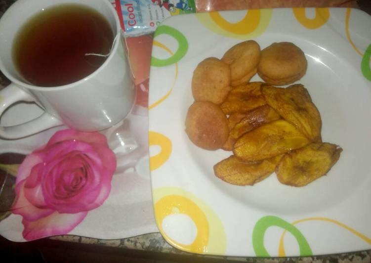 Akara with fried plantain and lipton