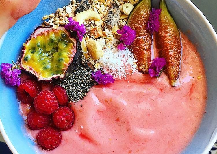 Smoothie bowl de fresas y mango
