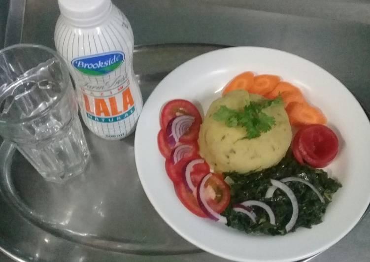 Mashed Matoke, fried sukumawiki, Raw carrots n tomatoes