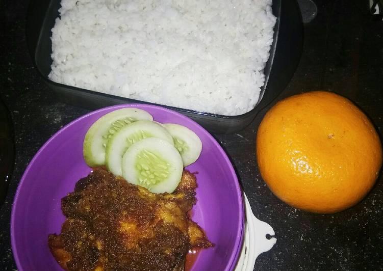 Nasi Ayam bumbu hitam ala madura