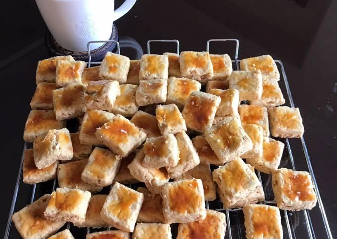Kue kacang krenyes-krenyes
