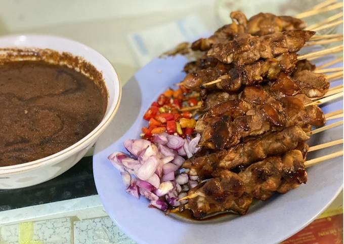 Bagaimana Menyiapkan Sate Ayam Bumbu Kacang, Enak