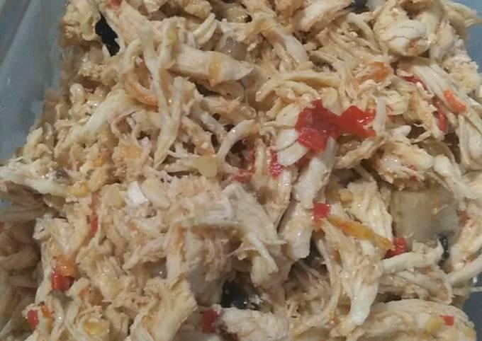 Ayam suwir jamur kancing pedas (isian nasi bakar)