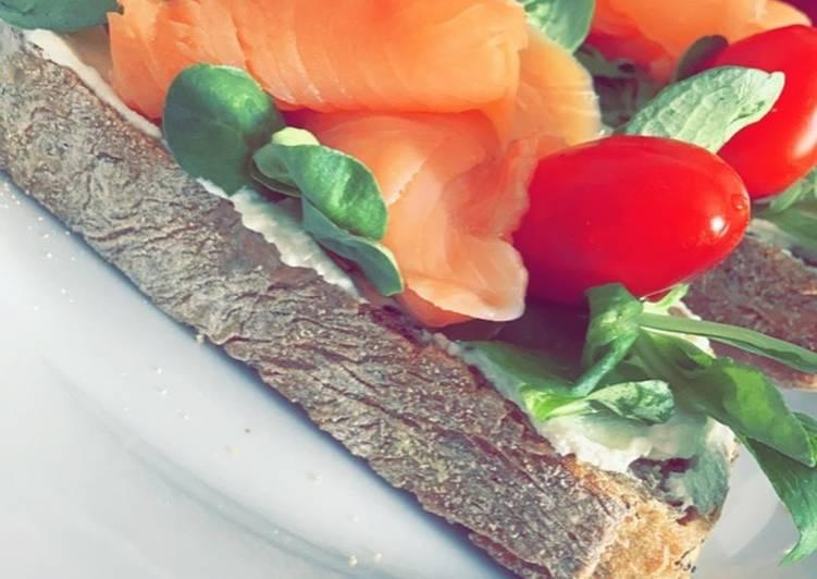 Tartine de fromage frais accompagné de son saumon 🍞