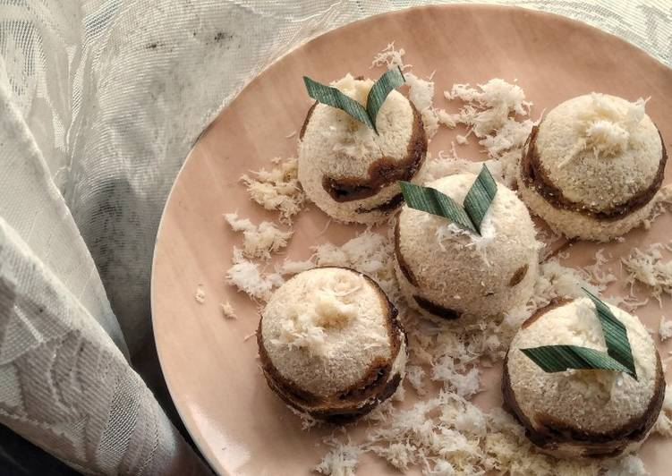 Awug / Traditional Steamed Rice Flour and Palm Sugar Cakes