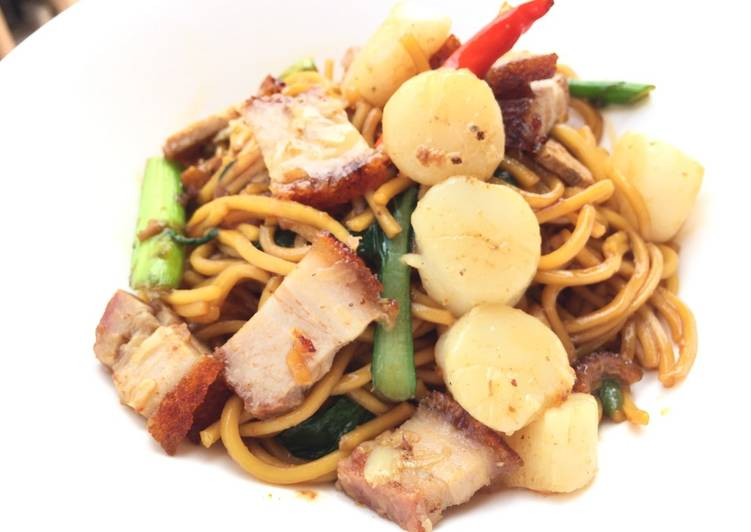 Steps to Make Perfect Hokkien Mee With Roasted Pork And Scallop