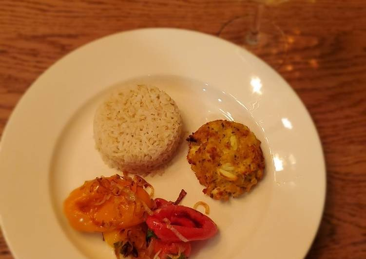 How to Prepare Crab cakes with rice and sautéed veggies