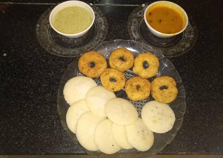 Idli vada with coconut chutney and sambhar