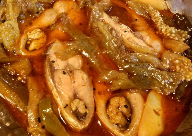 15 Minute Recipe of Diet Perfect Hilsa or Elish curry with brinjol and potato