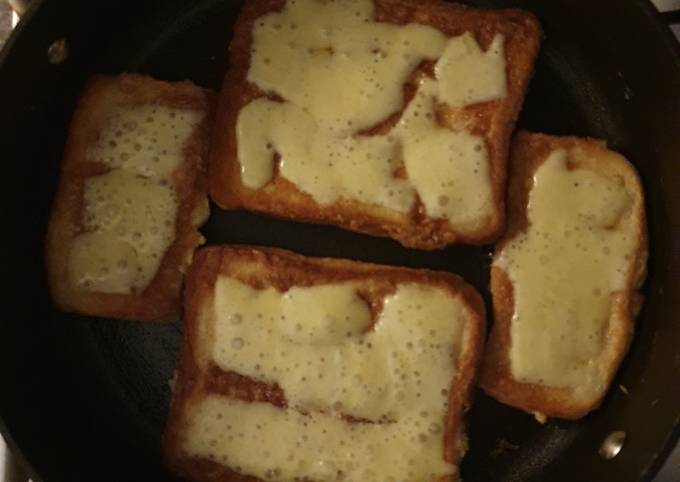 Cheese on eggy bread (French Bread)
