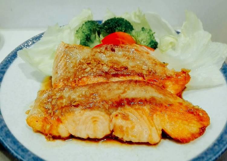 Salmon steak with shoyu garlic sauce flavor
