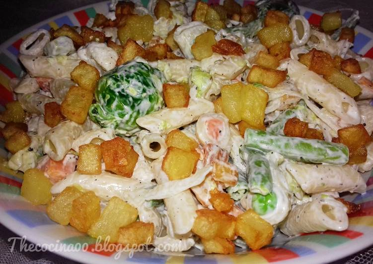 Pasta with mayonnaise and veggies